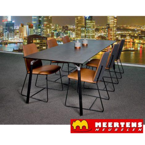 Bree´s New World eettafel Shape met eetkamerstoel City